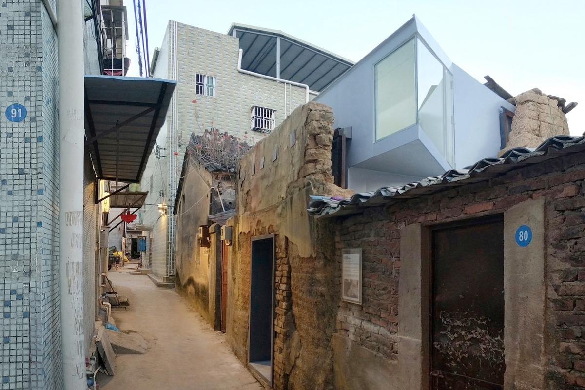 The Shangwei Village Plugin Houses cost around 85,000 YUAN (US$12,200) for the smaller model and 130,000 YUAN ($19,000) for the larger home