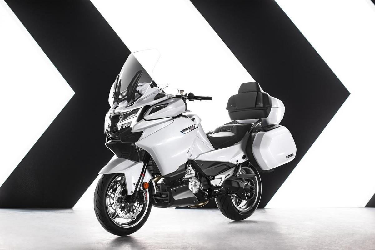 The CFMoto 1250TR-G is a serious luxury touring bike using high-grade components