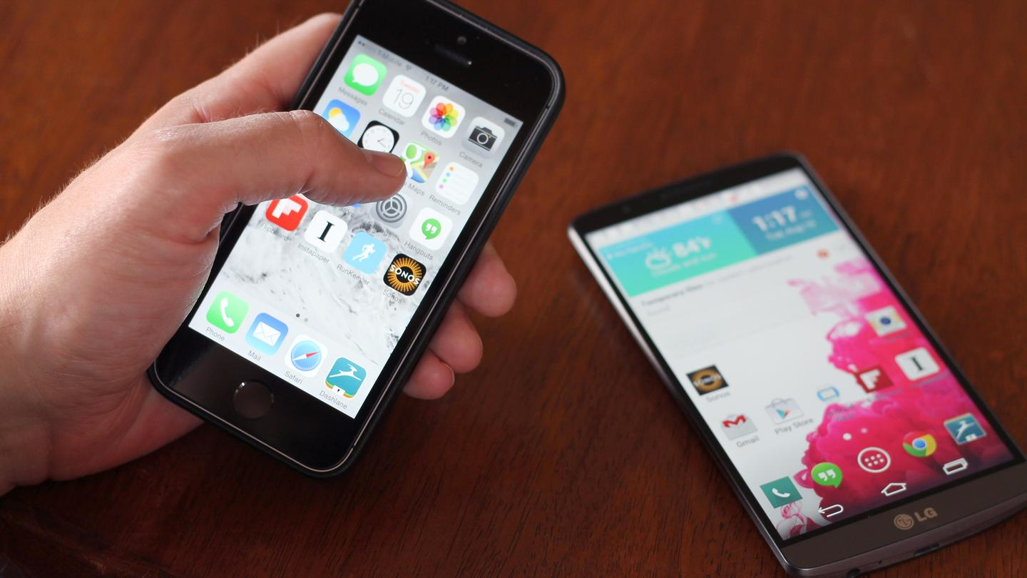 Gizmag goes hands-on to compare two of the best smartphones today, the iPhone 5s and LG G3 (Photo: Will Shanklin/Gizmag.com)