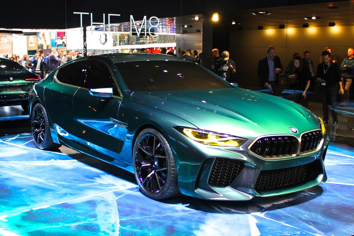 The theme for the unveil was green ice, as the dark jade M8 was uncovered