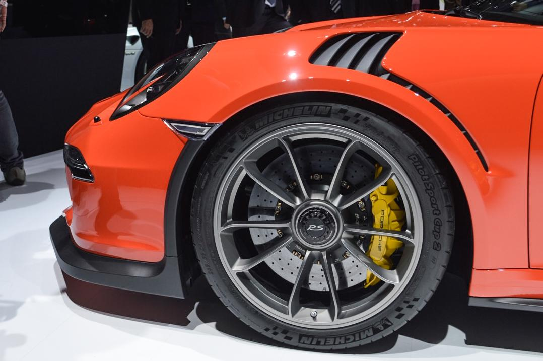 The aero slashes behind the front wheelarches provide downforce on the front axle (Photo: C.C. Weiss/Gizmag.com)