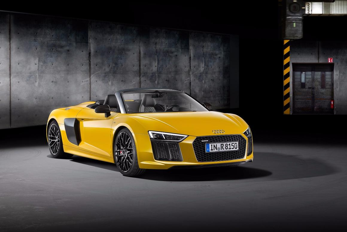 The dry weight of the 2017 Audi R8 Spyder V10 is just 3,553.9 pounds (1,612 kg), giving it a power-to-weight ratio of 3.19 kg (8.6 pounds) per horsepower