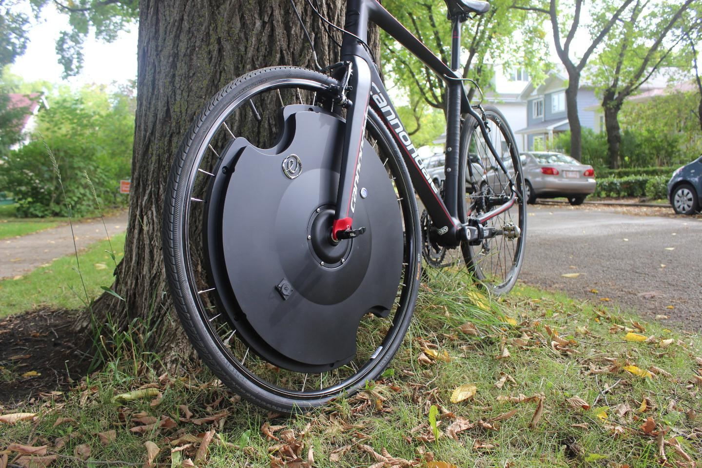 Gizmag tries out the motorized Electron Wheel