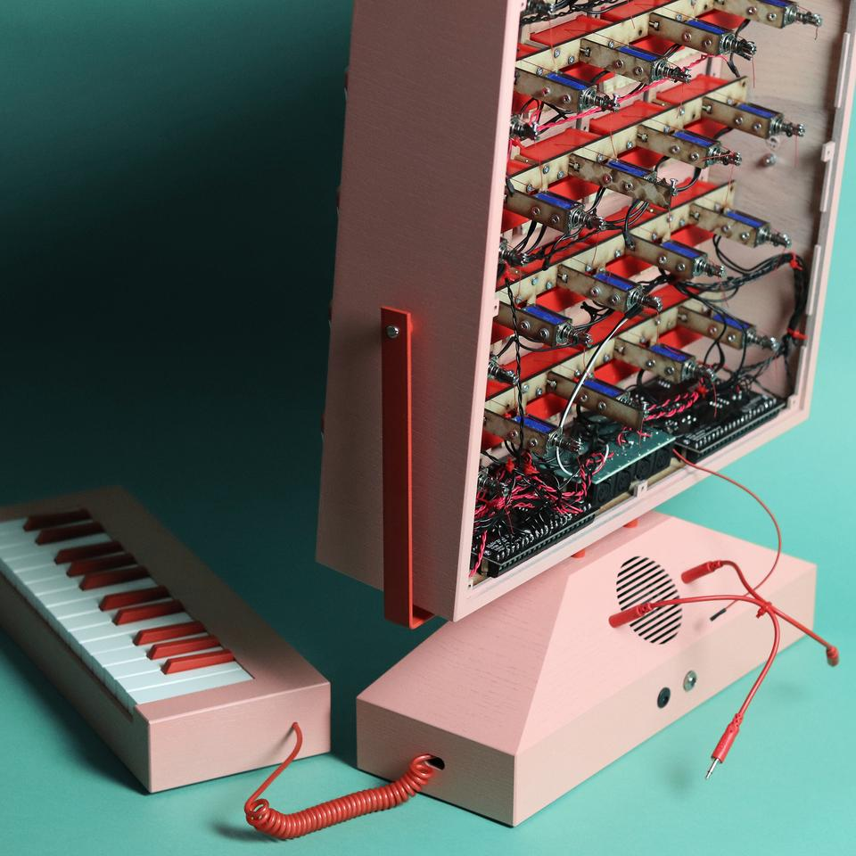 Each key on the MIDI keyboard causes a solenoid to open a set of hinged plastic teeth on the display out front