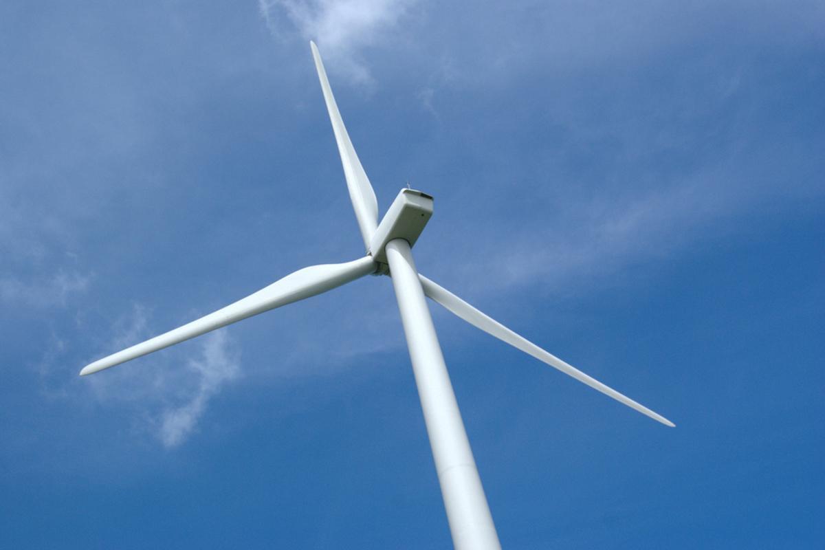 A conventional steel-column wind turbine (Photo: Patrick Finnegan)