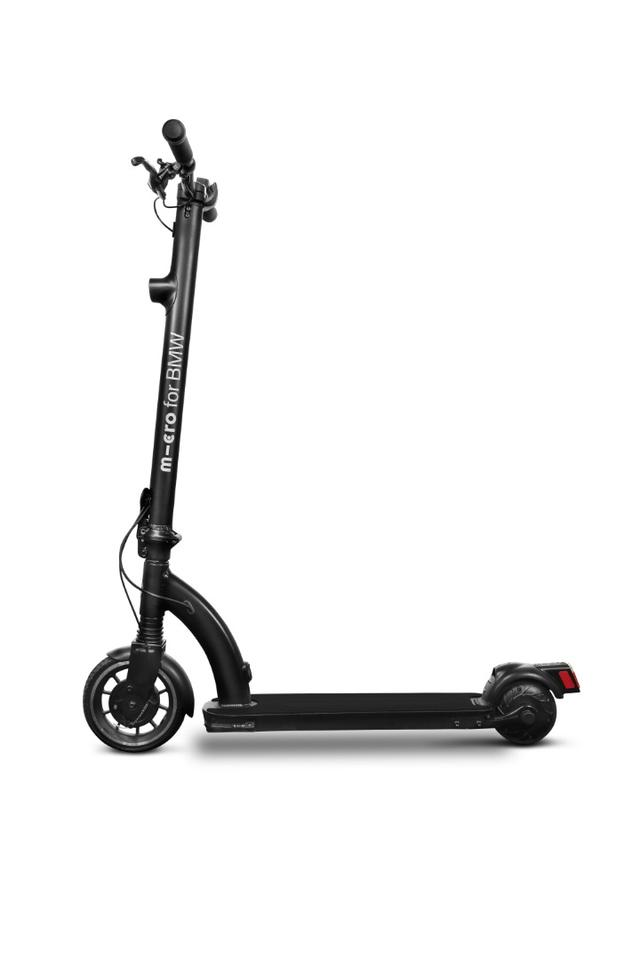 The BMW E-Scooter has a range of 12 km (7.5 miles) per 2 hour charge of its Li-ion batteries mounted below the deck