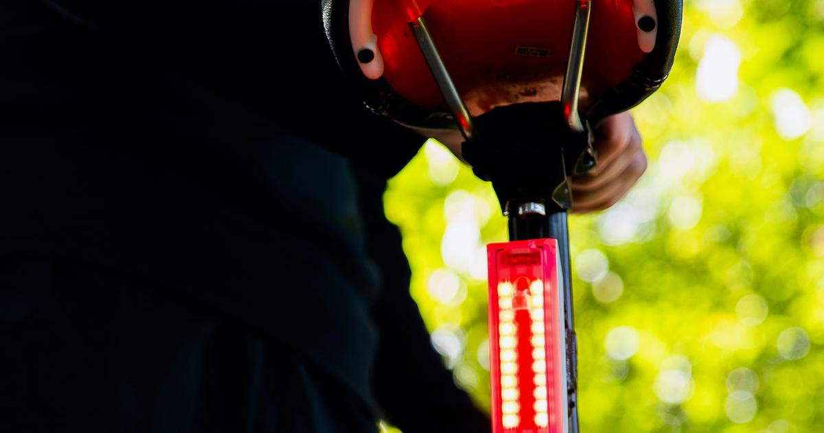 Proximity-sensing bike tail light warns encroaching drivers