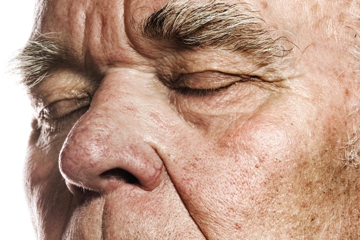 A declining sense of smell may be an earlier indicator of Alzheimer's disease