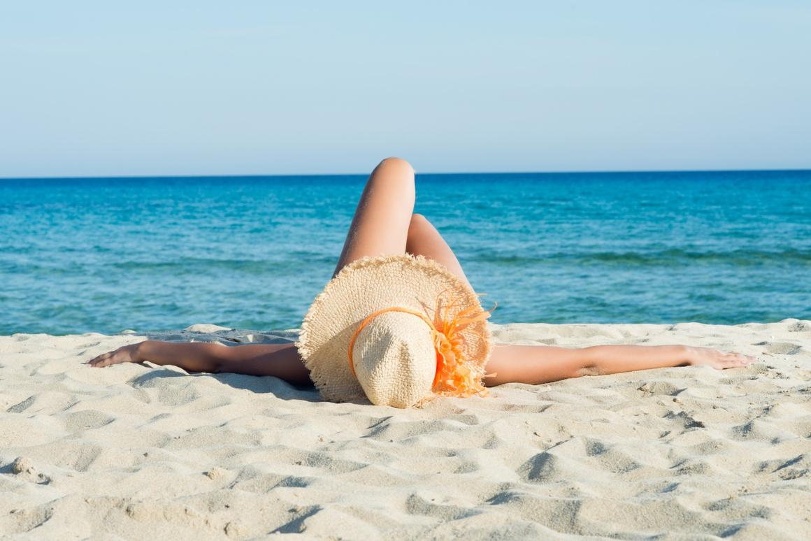 Fat tissue under the skin has just been found to respond to sunlight, possibly explaining why many gain more weight in gloomy winter months
