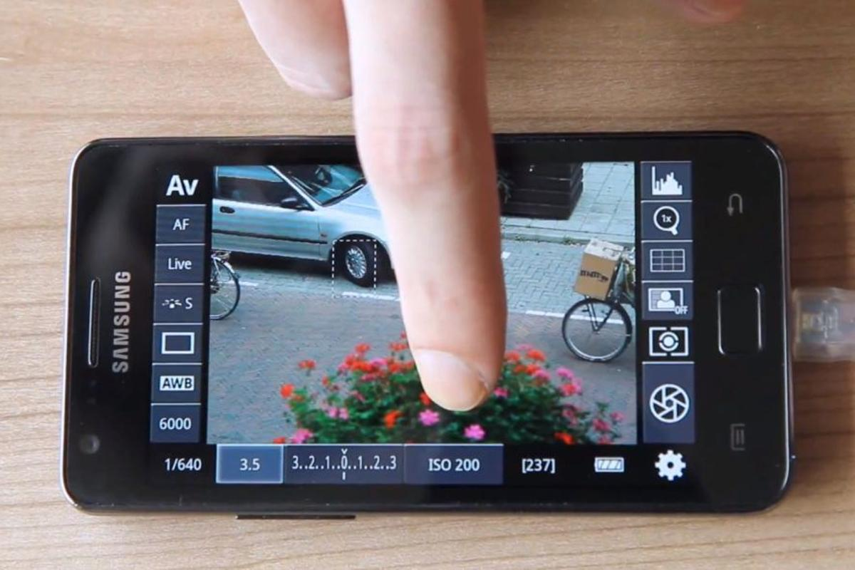 The DSLR Controller Android app allows users to remotely control a Canon DSLR