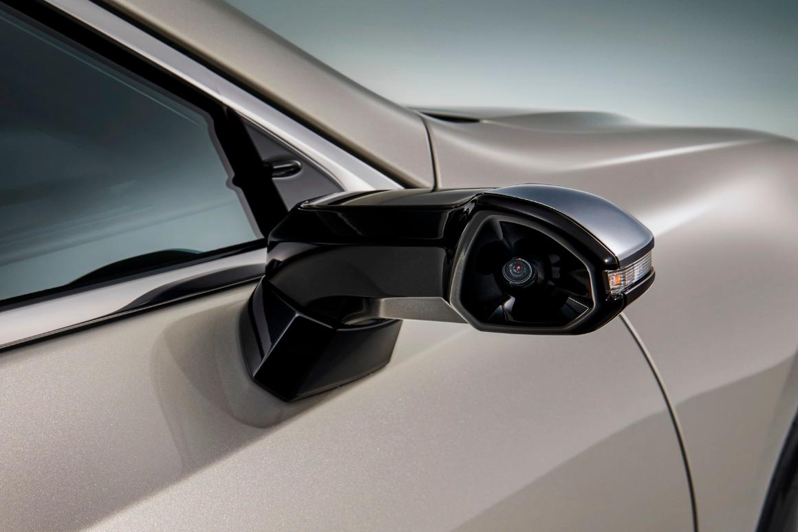 Japanese editions of the 2019 Lexus ES will be the first production cars to carry digital sidemirrors