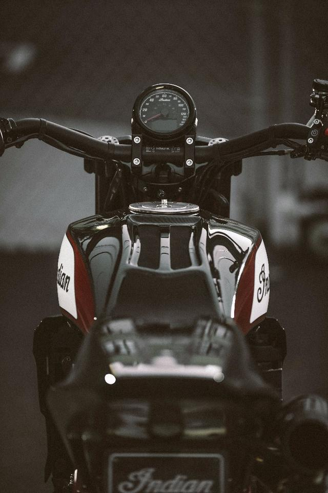 Indian Scout FTR1200 Custom: carbon-covered tank