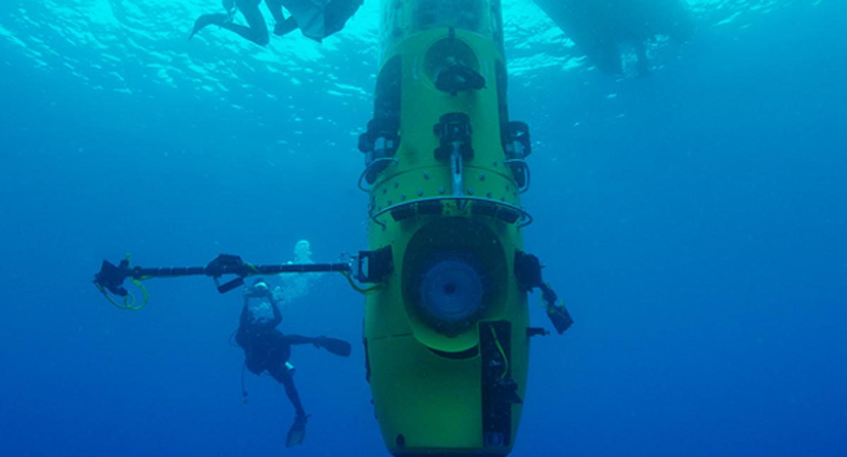 The DEEPSEA CHALLENGER with one of its utility booms deployed (Photo: National Geographic/DEEPSEA CHALLENGE)