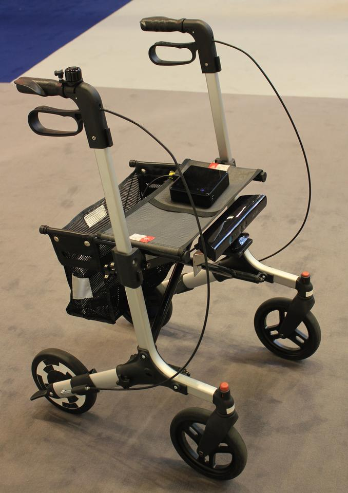 The C-Walker encourages the user to stay on the plotted route through a mechatronic guidance system that uses electro-actuated brakes (Photo: DALi)