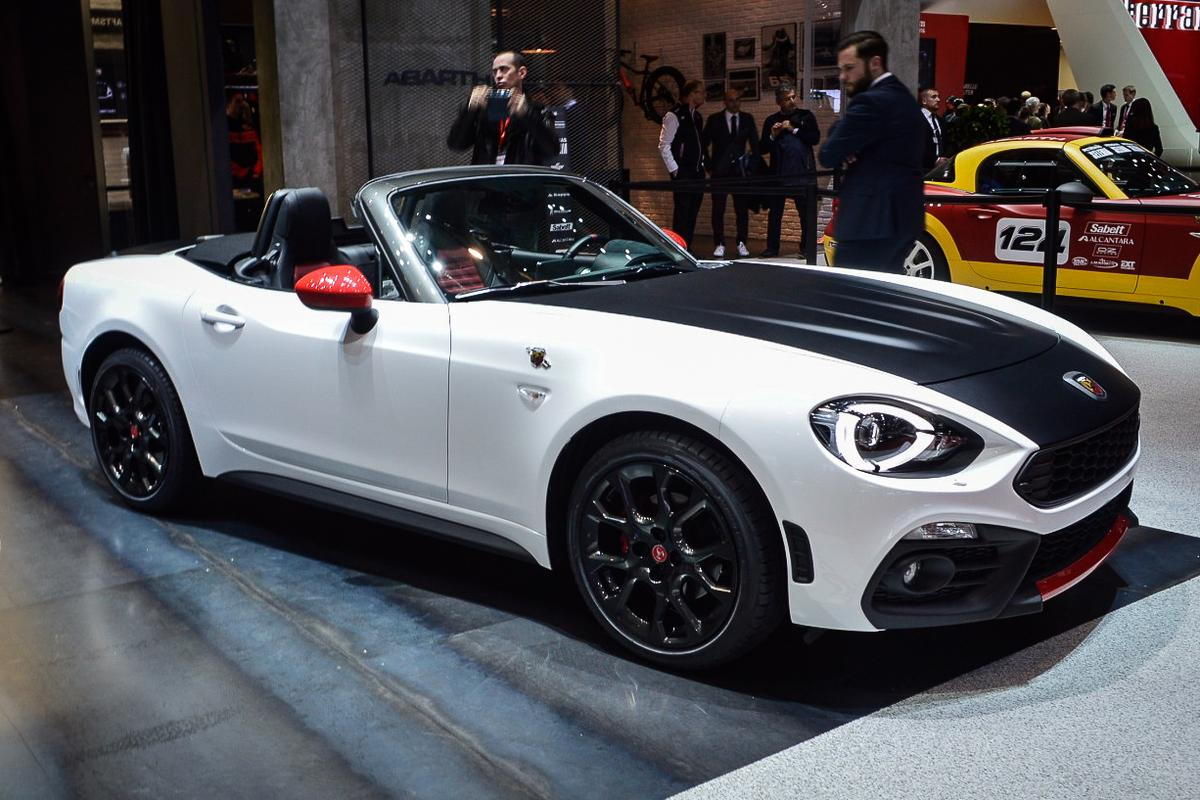 Starting in the €40,000 (US$43,428) area, the Abarth 124 Spider boosts power output to 170 hp (127 kW) and 184 lb-ft (250 Nm). Estimated 0-62 mph (0-100 km/h) speed is 5.8 seconds