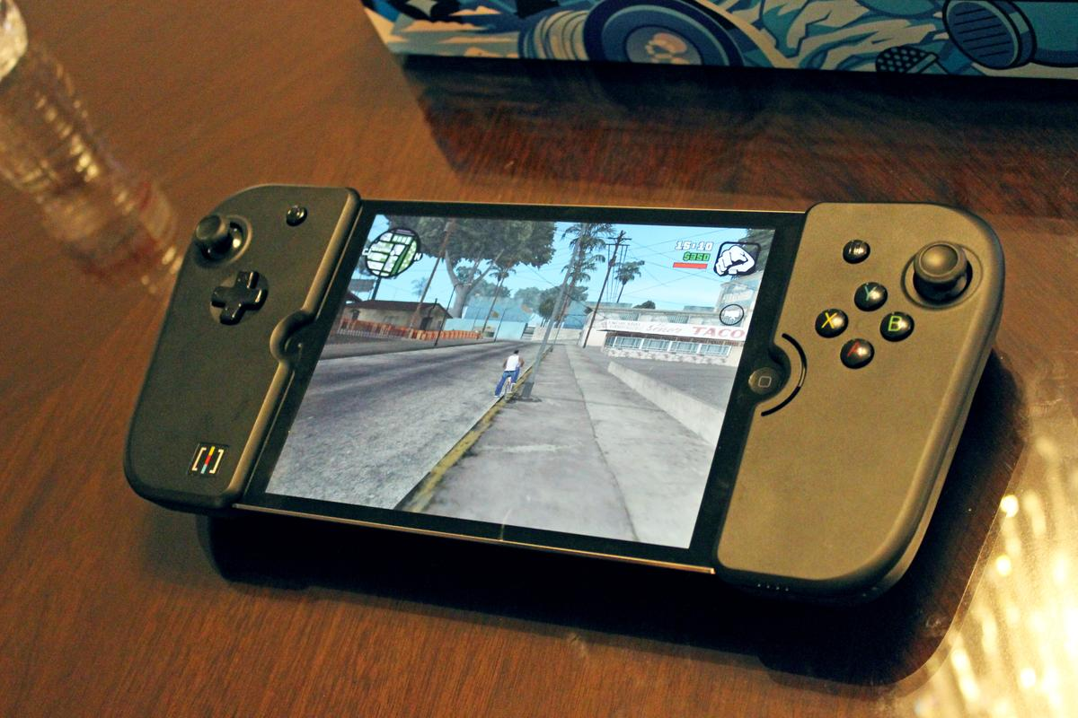 Wikipad Gamevice (Photo: Will Shanklin/Gizmag.com)