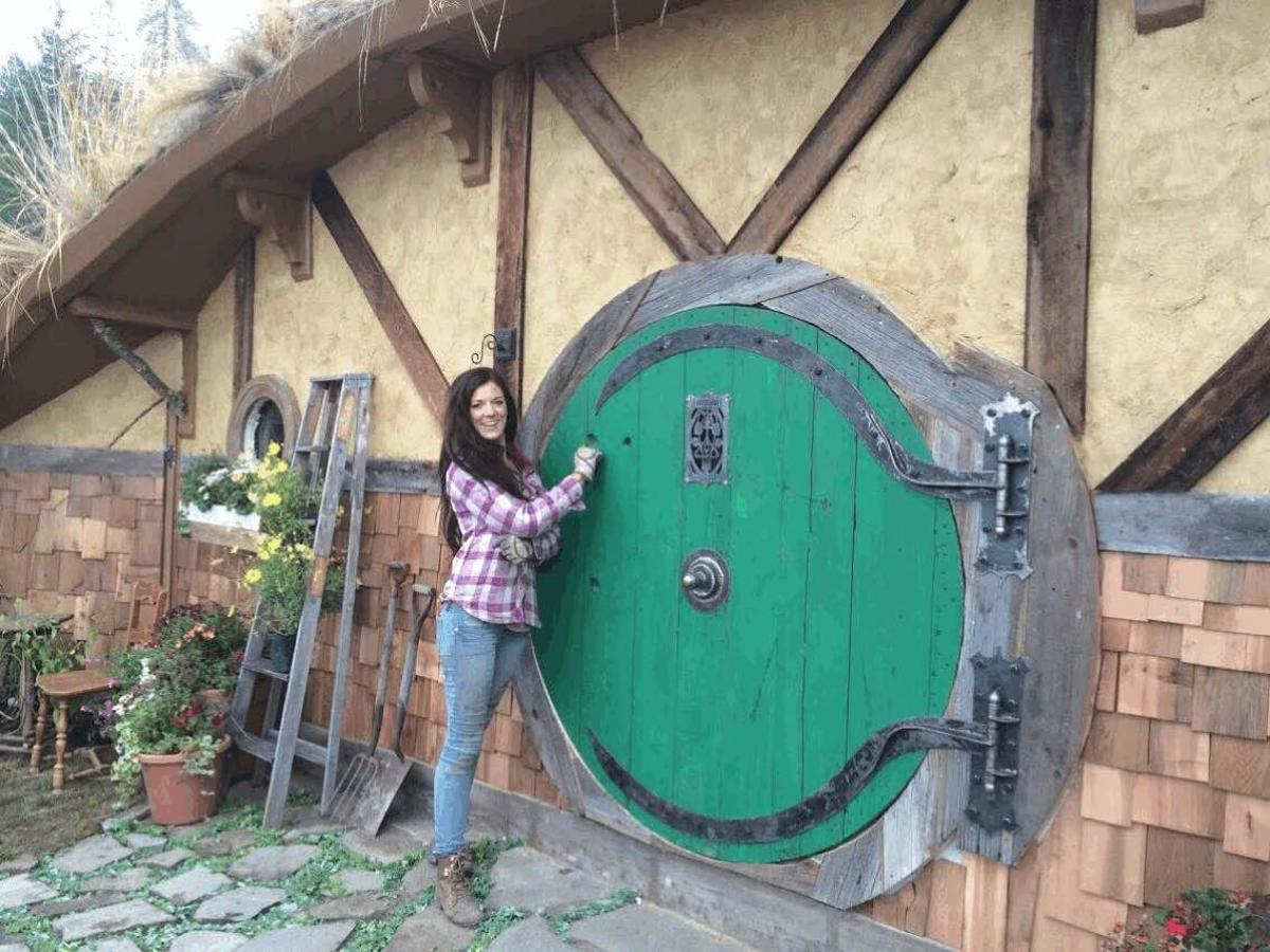 The Hobbit Home is located in Chelan, Washington, and has a total floorspace of 288 sq ft (26.7 sq m)