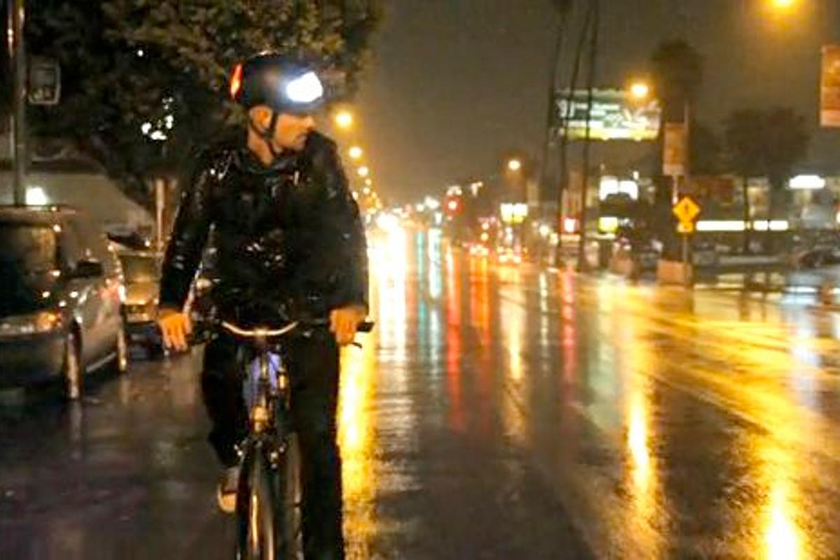 The Torch T1 is a prototype bicycle helmet, that incorporates luminous front and rear panels