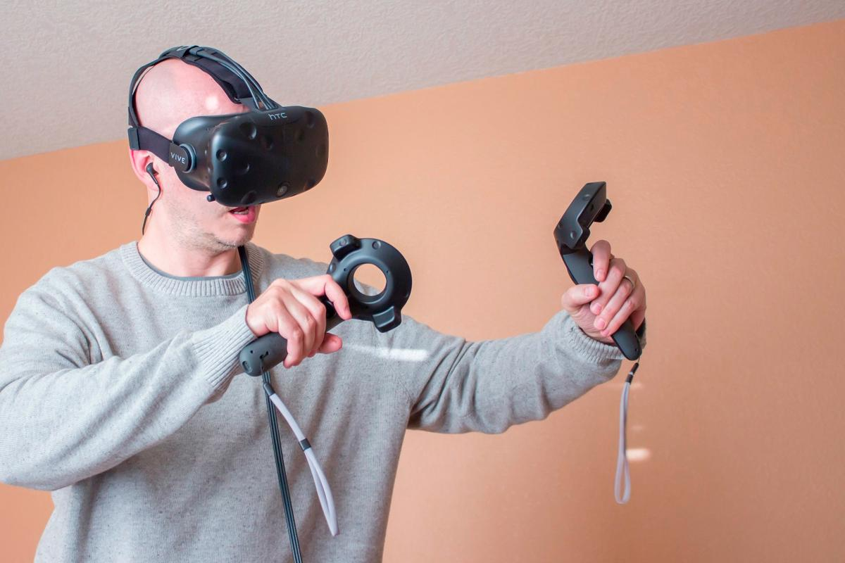 If you're one of the few who's managed to get your hands on the HTC Vive, we have some tips and tricks for you