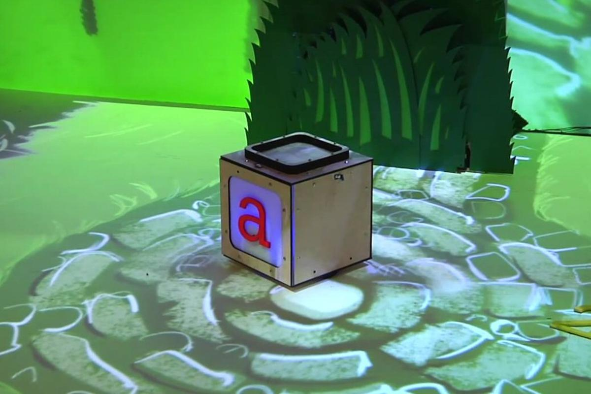 MIT's Media Lab has come up with an interactive play learning environment for kids, which blurs the walls between virtual and real worlds