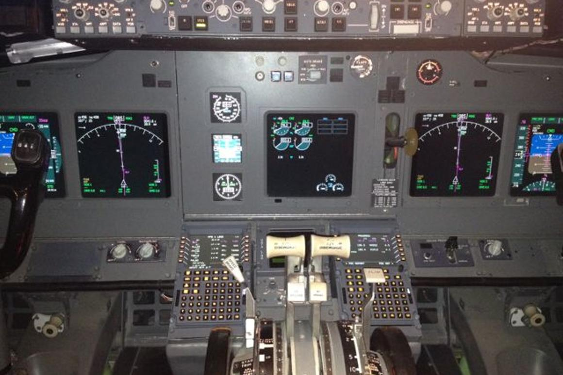 Front section of Boeing 737 recycled as superb flight simulator