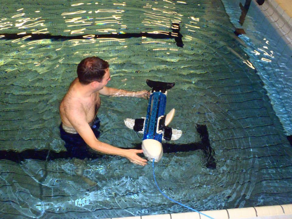 The naro team, from the Autonomous Systems Lab at ETH Zurich, tests the first naro-nanin robot (photo: naro - nautical robots)
