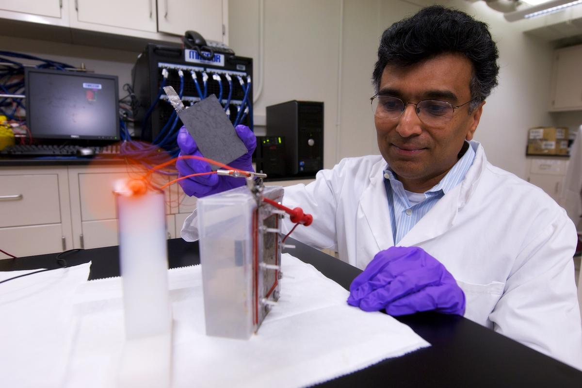 Dr. Narayan is testing one of his new batteries by using it to power a small fan (Photo: Dietmar Quistorf/USC)