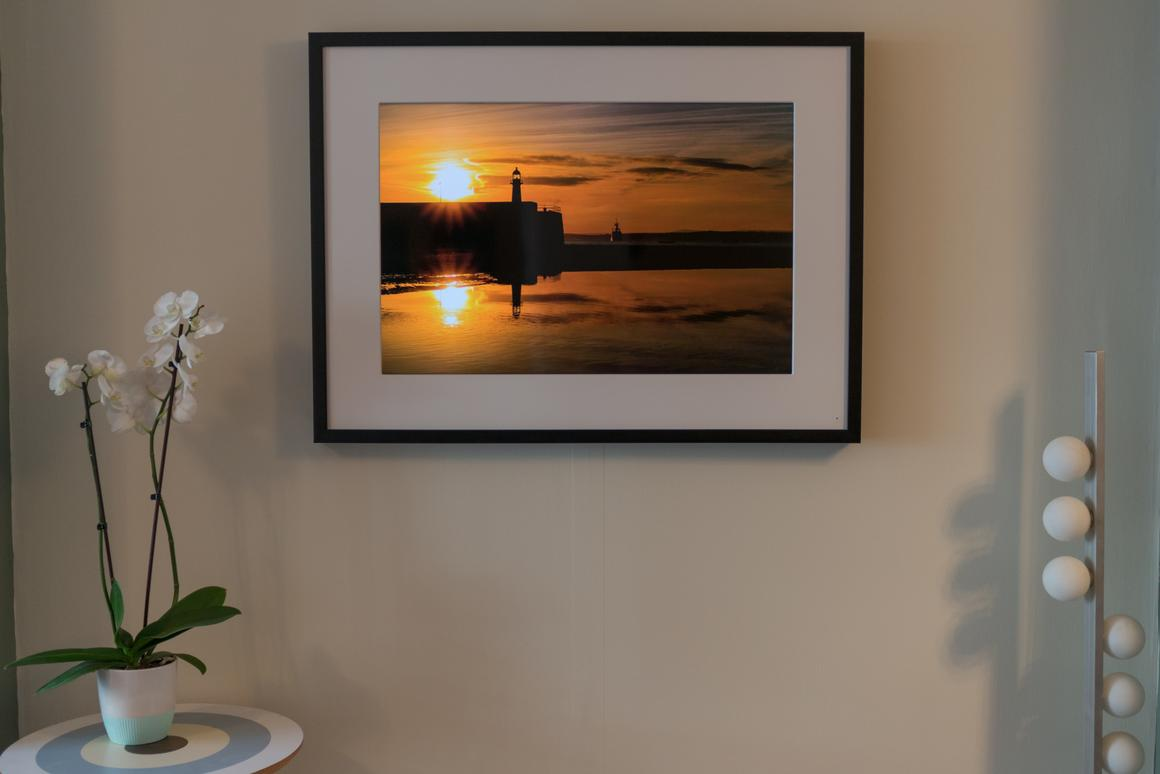 We give digital photo frames another chance with theMemento Smart Frame