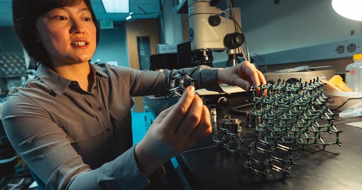Stanford scientists turn fossil fuel molecule into pure diamond