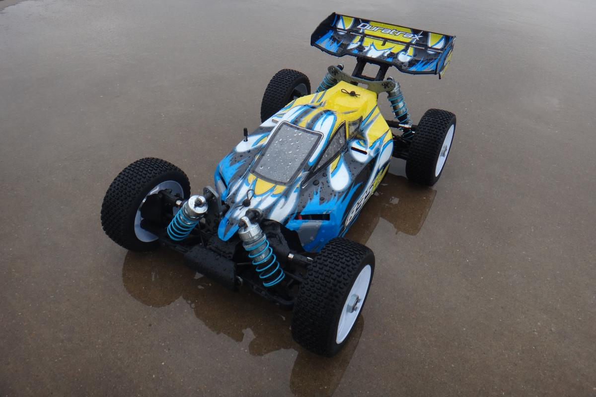 Gizmag tries out the speedy and resilient Duratrax 835E R/C buggy