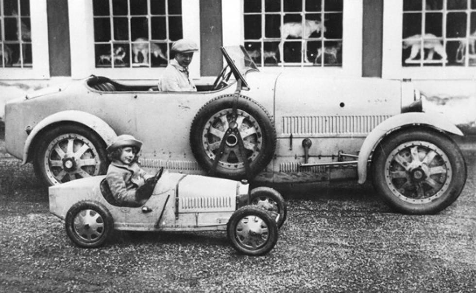 That's Ettore's first son, Jean Bugatti, in a T35 and second son Roland in the baby Bugatti.