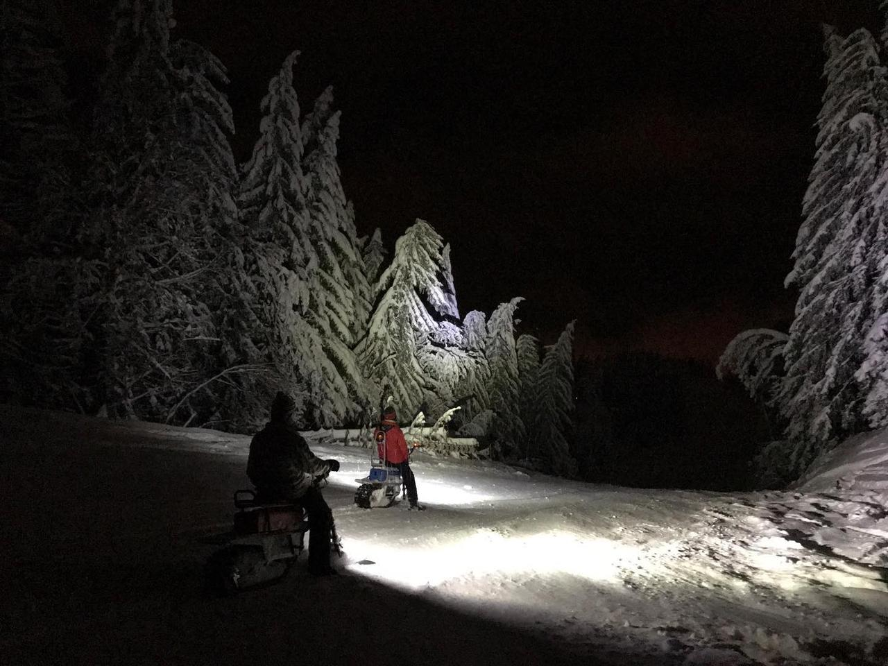 A litle night motor snow biking with the built-in lighting system