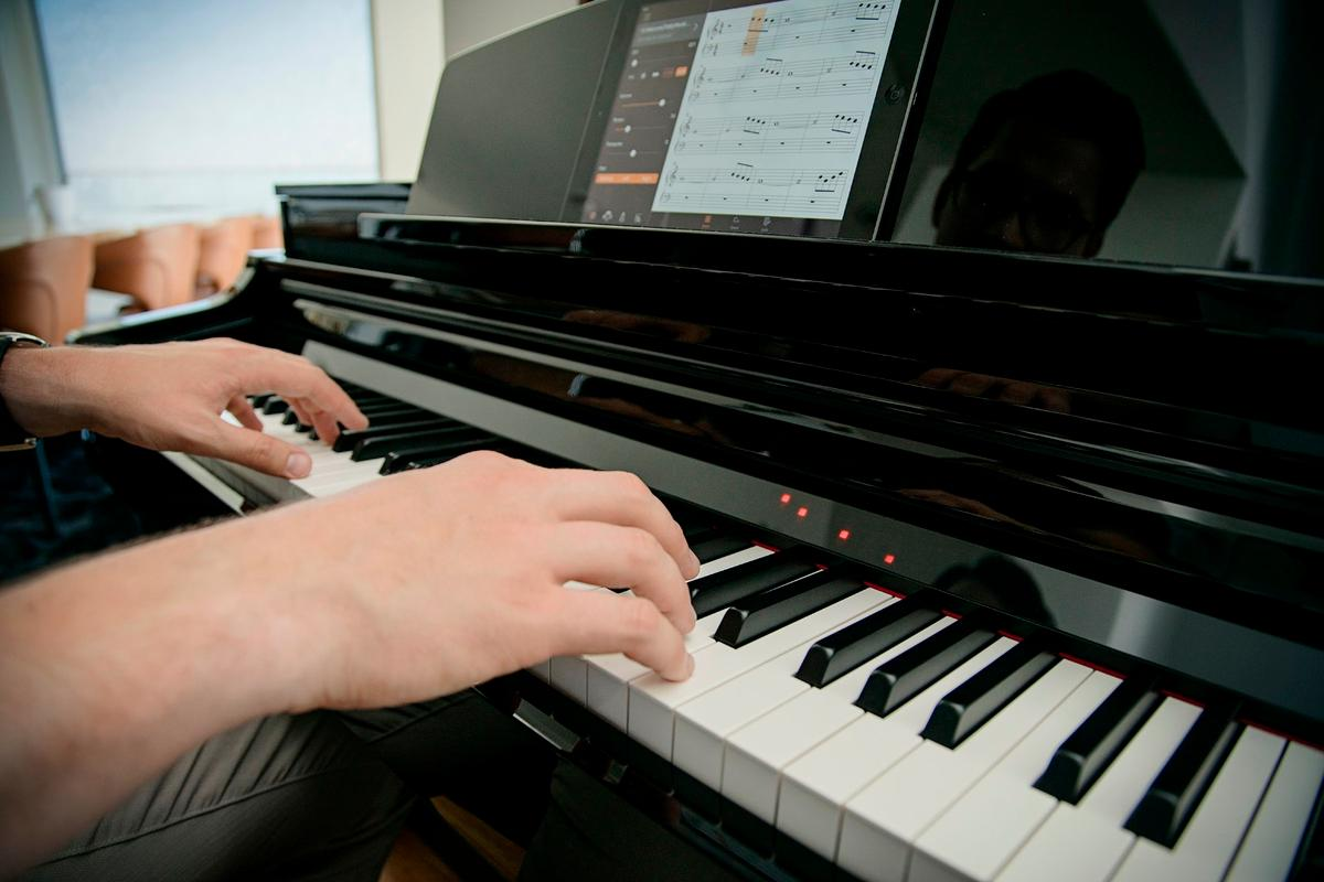 Cascading LEDs let Clavinova CSP piano learners know where and when to strike keys