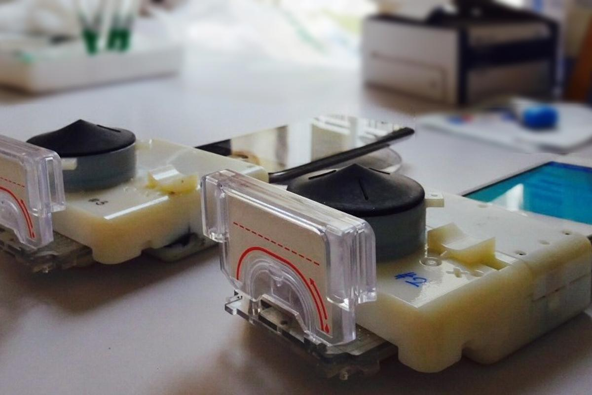Scientists have developed a smartphone accessory capable of detecting multiple disease markers within 15 minutes (Photo: Samiksha Nayak/Columbia Engineering)