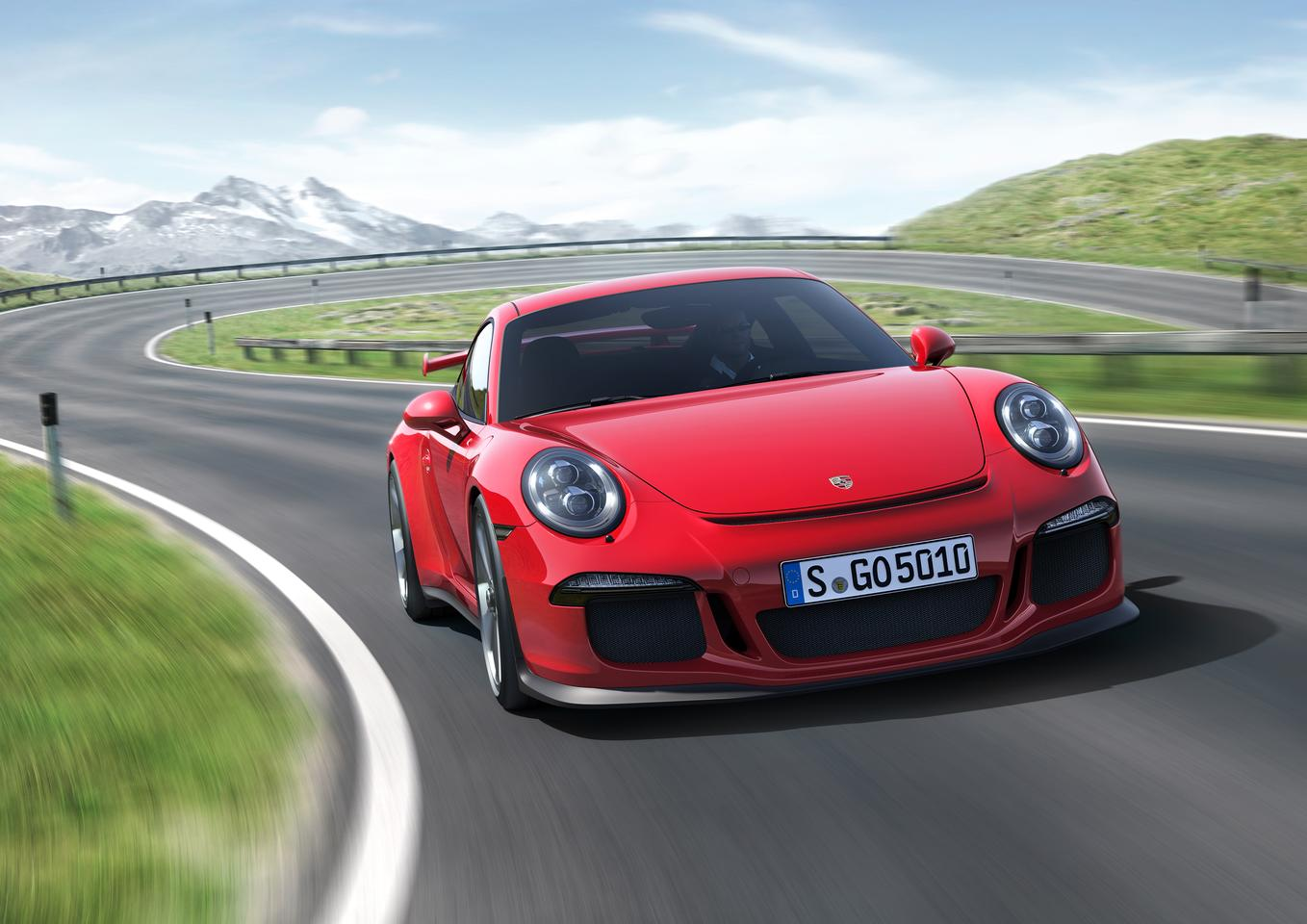 The GT3 gets a new dual-clutch gearbox (PDK) with shorter gear ratios, spaced closer together, and shorter throw shift paddles