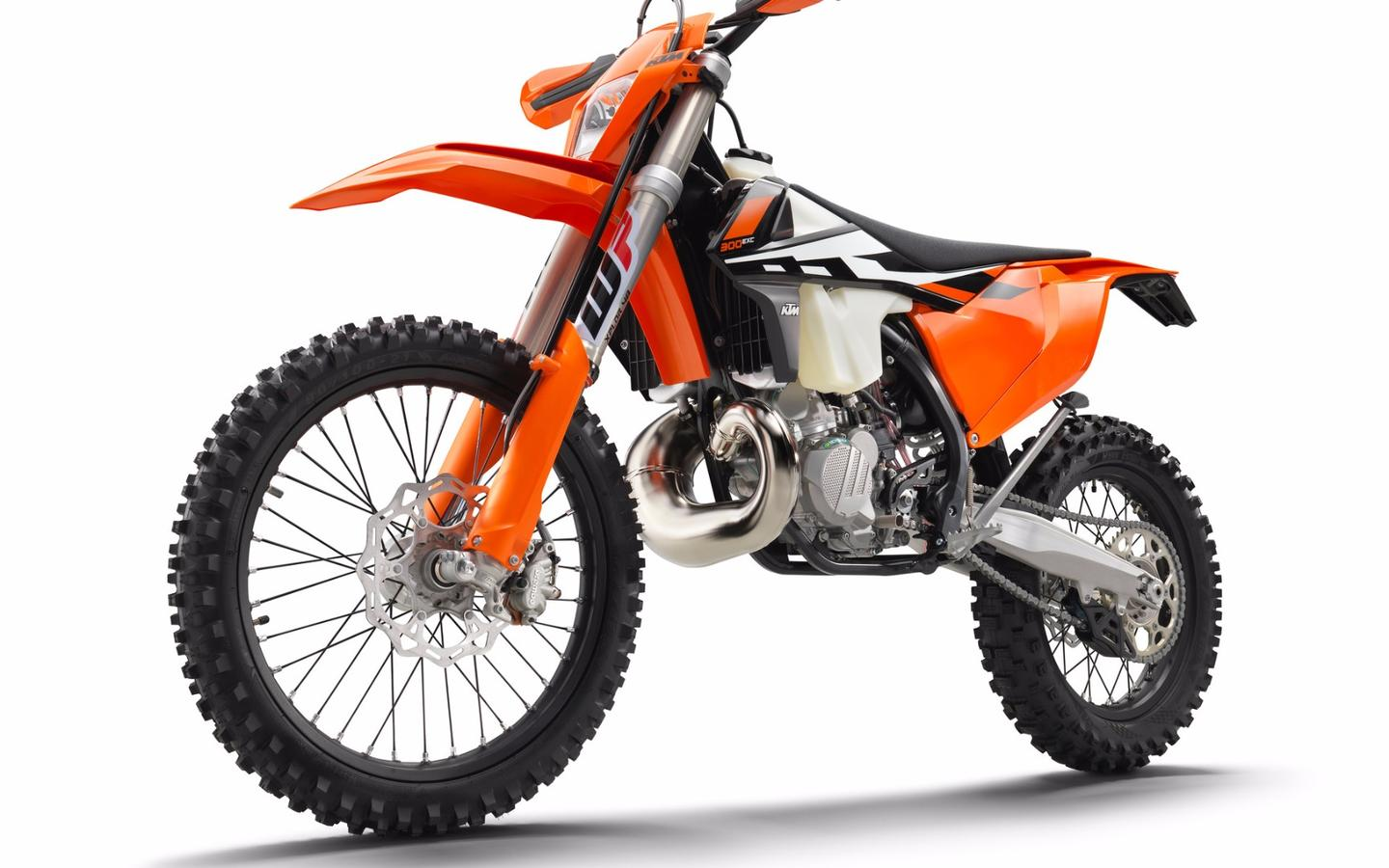 Current KTM two-strokes, like the 300 EXC, rely on good old tech - Reed valves and Mikuni carbs - that will find it very hard to survive under stricter Euro 4 emissions rules