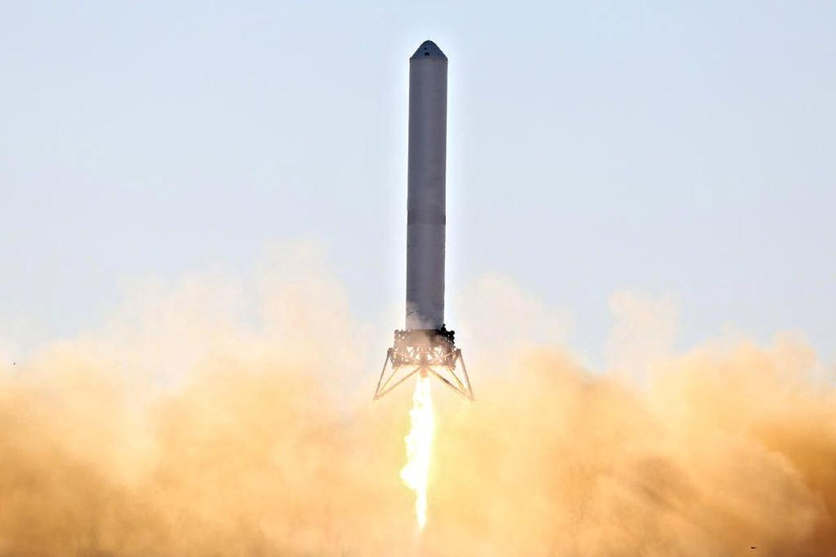 SpaceX's Grasshopper VTVL testbed ascending from its launch pad