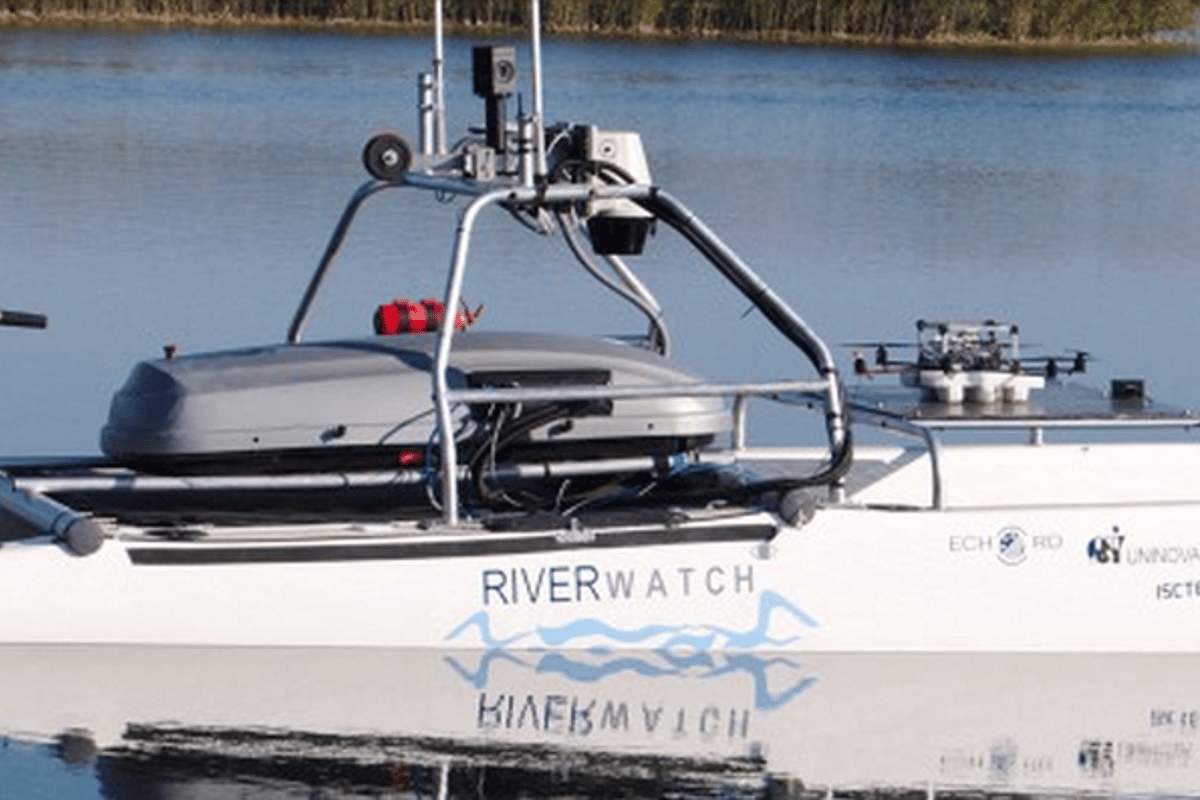 The Riverview system is a symbiosis of two robots – an Autonomous Surface Vehicle (ASV) and Unmanned Aerial Vehicle (UAV) visible on the back