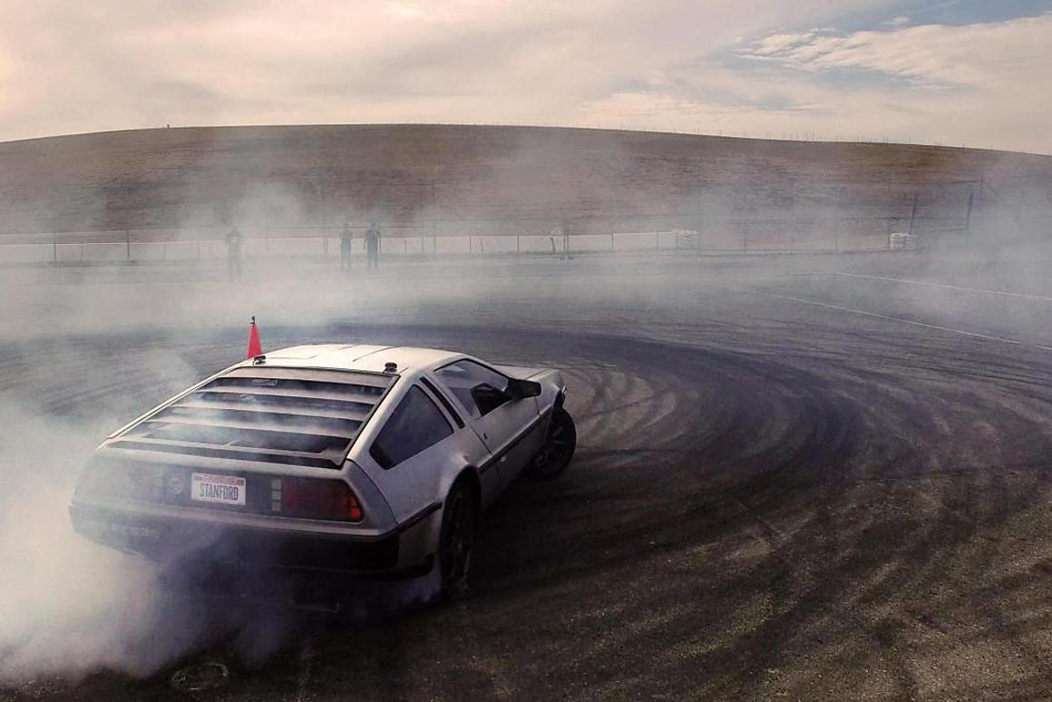 Watch Stanford's self-drifting DeLorean spin around an ...