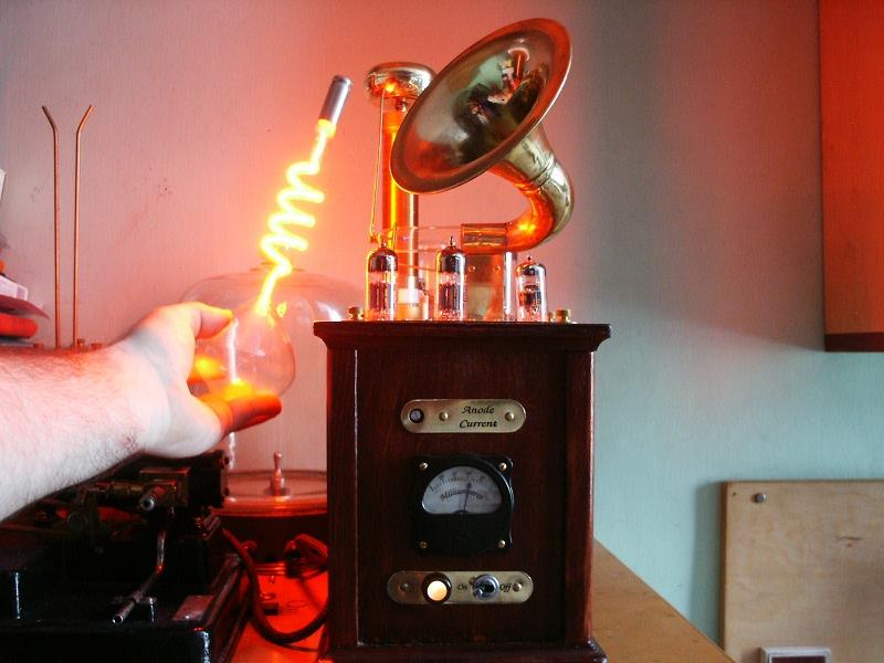 The Steampunk Plasma Speaker's resonance coil creates an electromagnetic field sufficient to light a neon bulb (Photo: Conscious Flesh)
