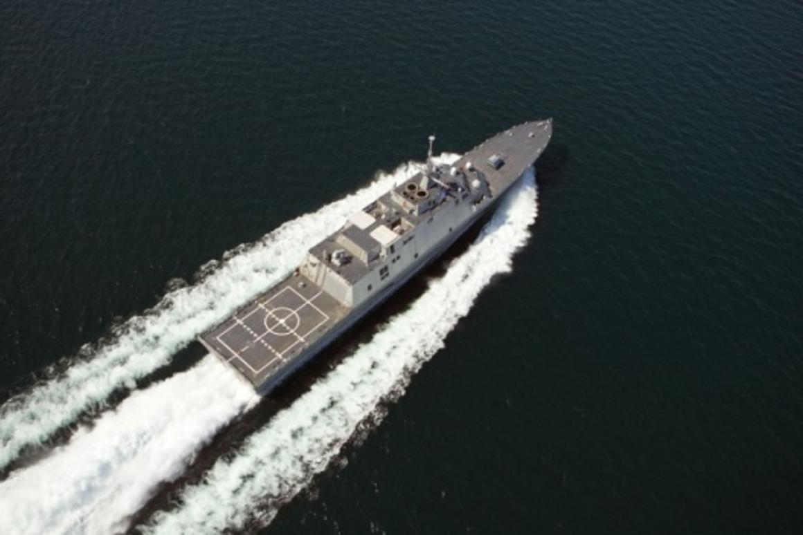 The first U.S. Navy Littoral Combat Ship, Freedom (LCS 1), the inaugural ship in an entirely new class of U.S. Navy surface warships, is seen conducting a speed run during Builders Trials.