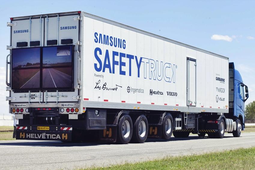 With a front-mounted camera, the system captures the view of the road in front of the truck and streams it to a large display on the back, made up of four weatherproof monitors