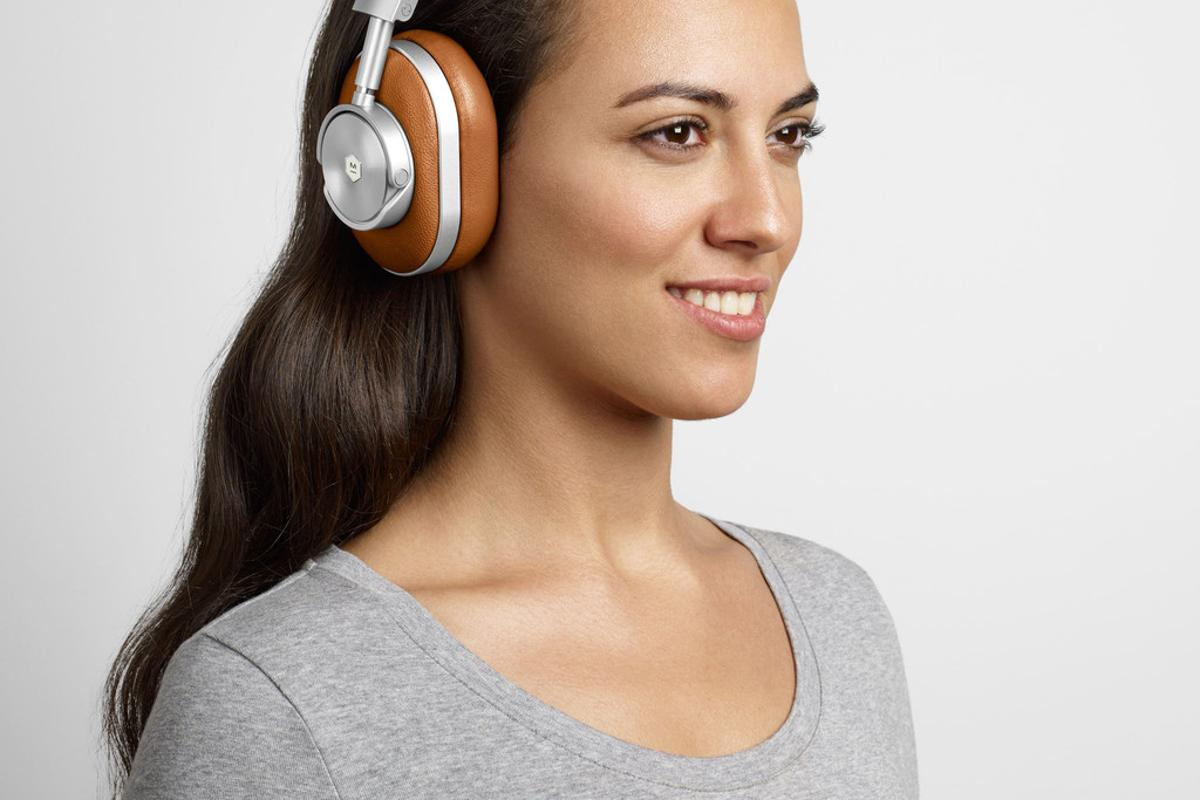 Master & Dynamic's latest MW60 headphones feature a Bluetooth range-boosting exterior antenna