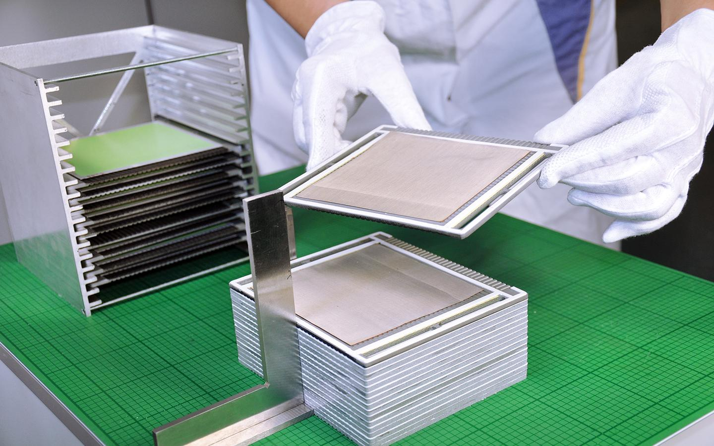 The cell stacks that are the heart of a home fuel cell system being developed by Fraunhofer (Photo: Fraunhofer IKTS)