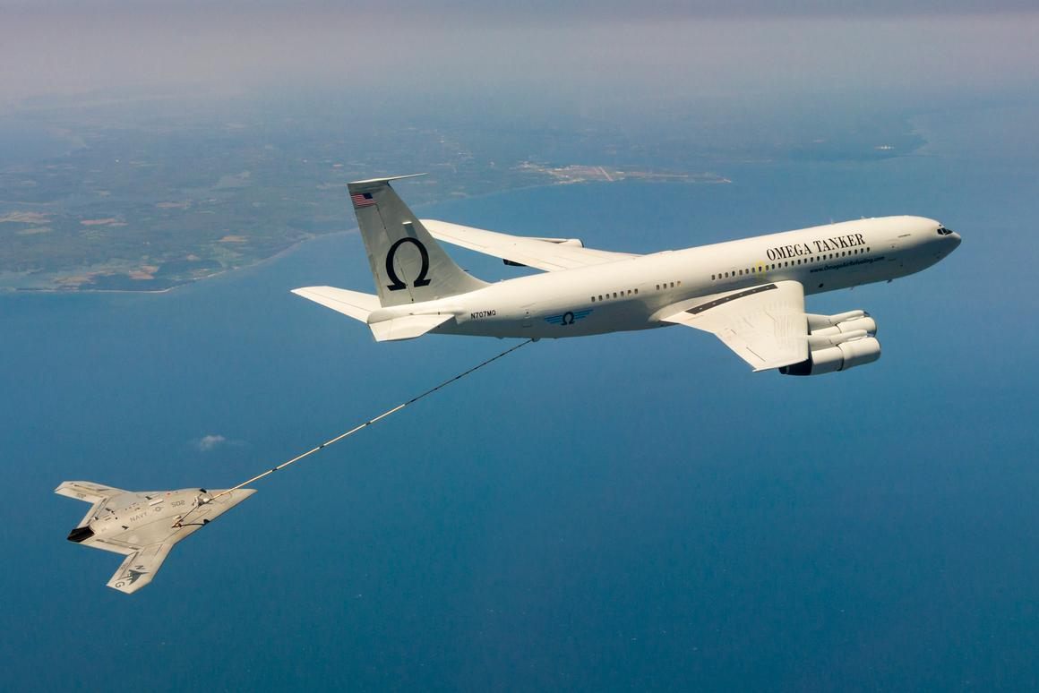 The X-47B receives fuel from an Omega K-707 tanker April 22 while operating over the Chesapeake Bay (Photo: US Navy)