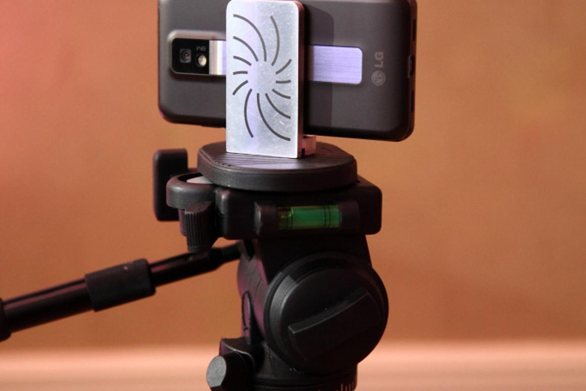 Capta is a device that attaches simply to any smartphone, allowing it to be mounted on a tripod