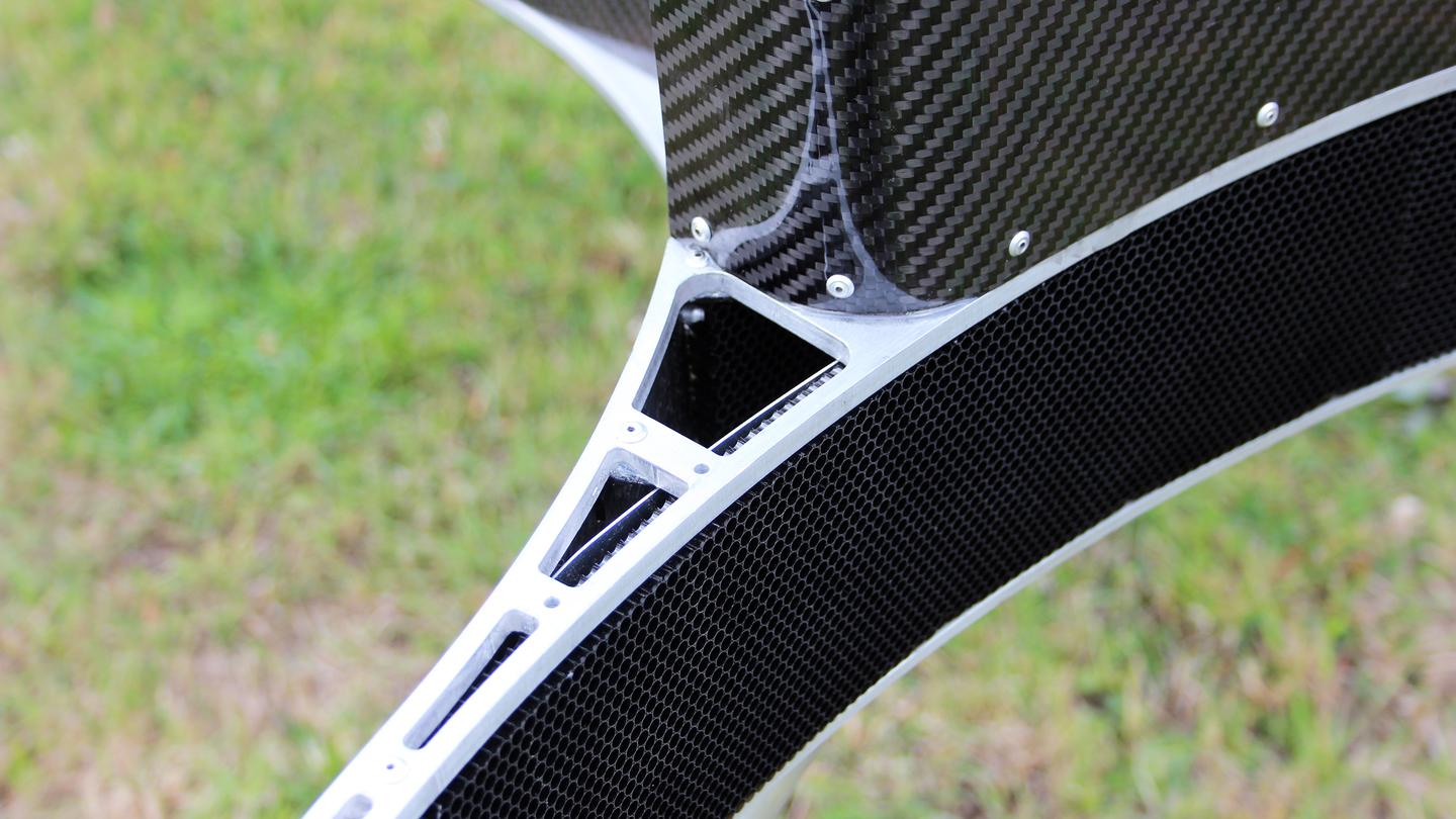 The inside of the circular, protective blade housing is filled with UV-stabilized polycarbonate (Photo: Chris Wood/Gizmag)
