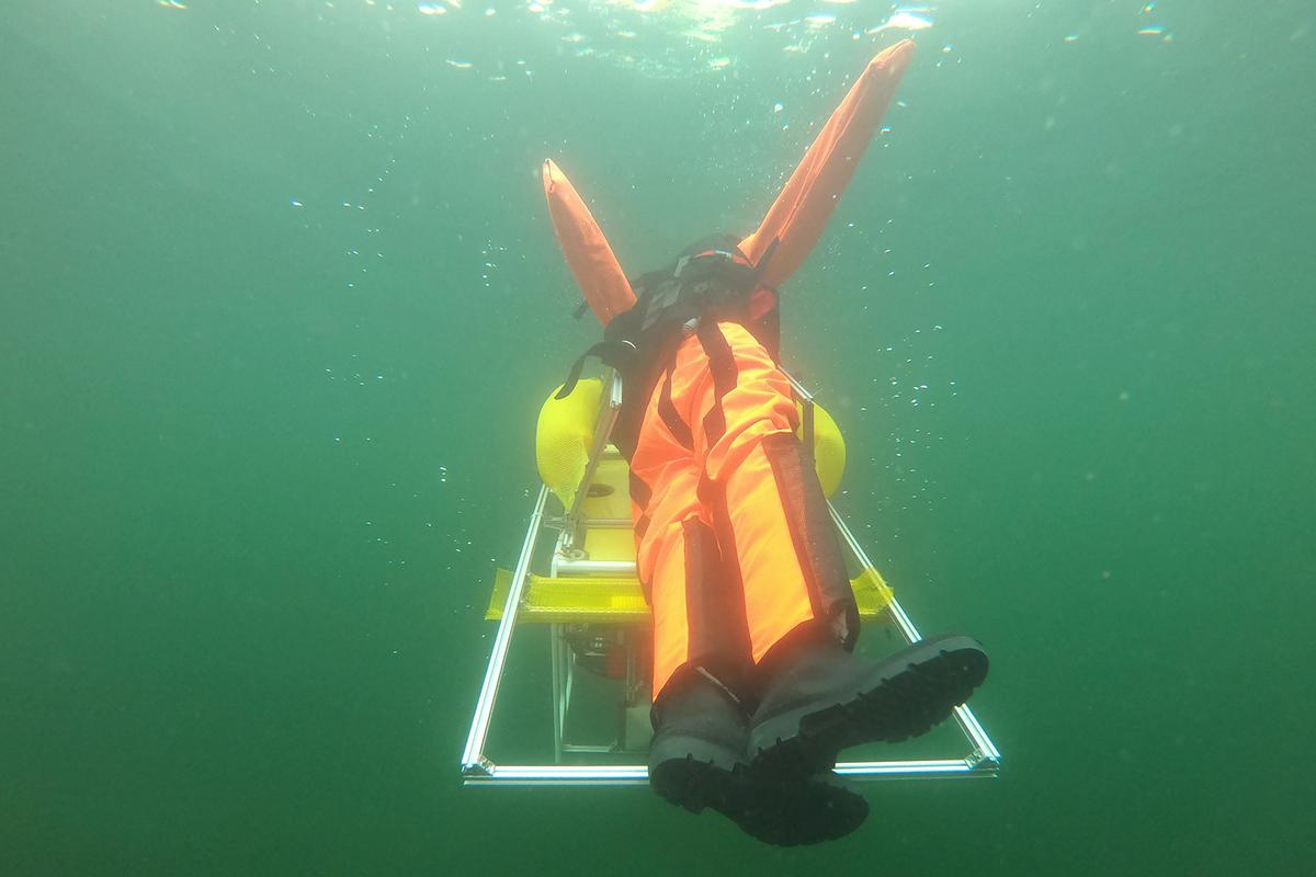 "The robot ""saves"" a submerged dummy from Germany's Hufeisensee lake"