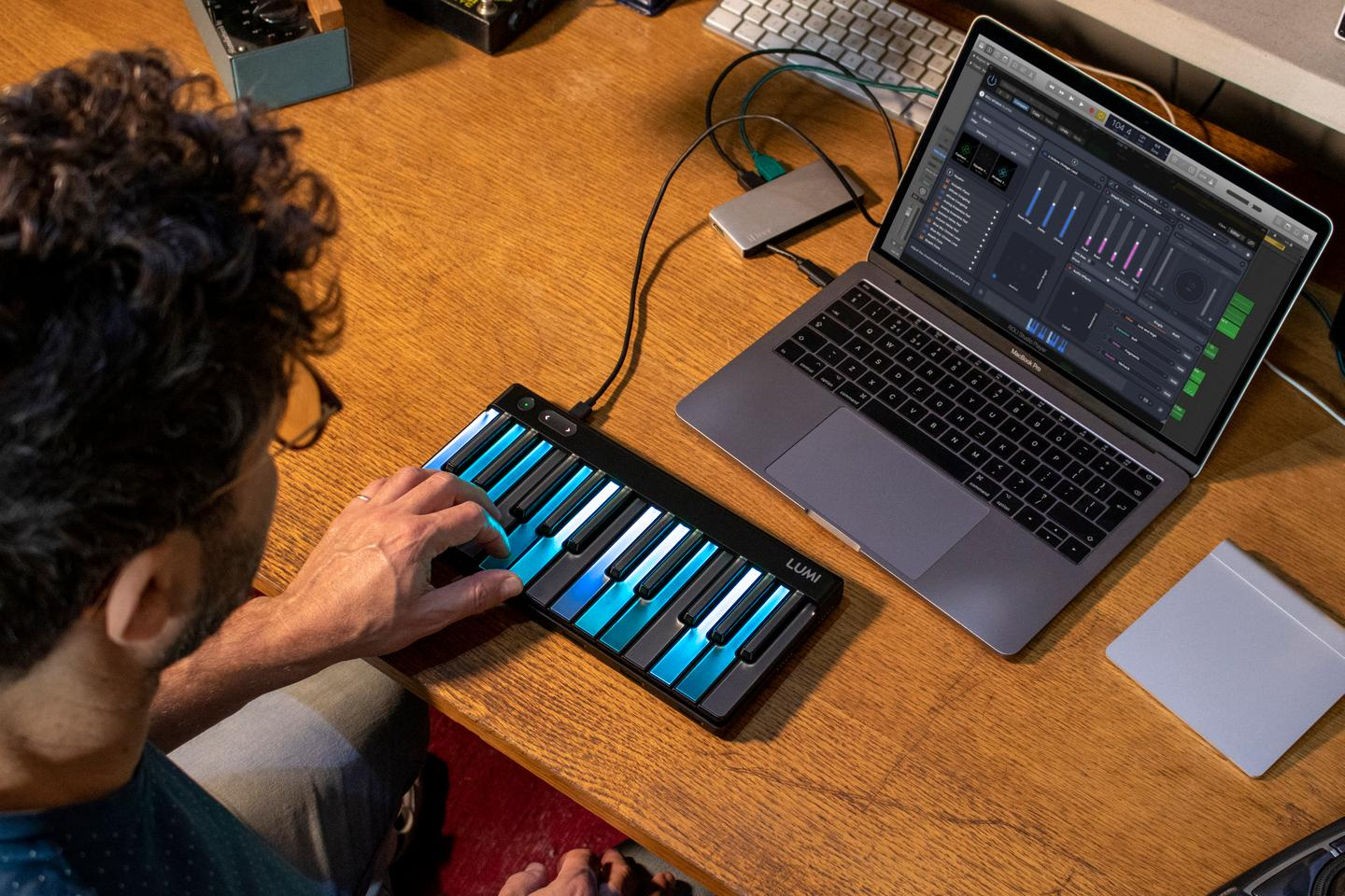 Scales, chords, and arpeggios can be illuminated in any key using the Roli Studio software