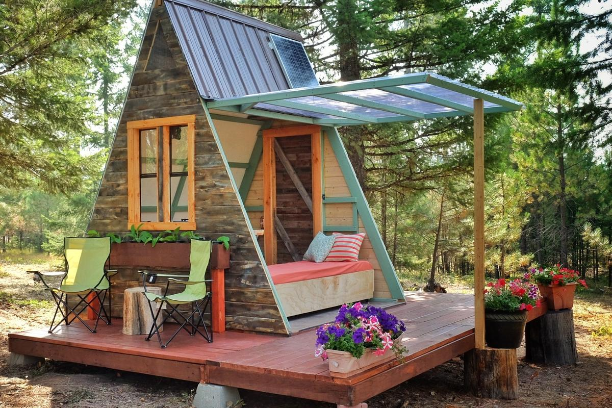 The cabin measures just80 sq ft (7.4 sq m)